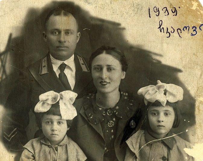 ლატავრა თეთრაული მშობლებთან და დასთან ერთად